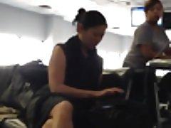 Suorapuheinen seksikäs lentokentällä
