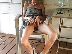 Laiha vaimonsa osoittaa hänen pillua jälkeen lasin viiniä