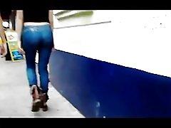 Tyttö nalgona farkut